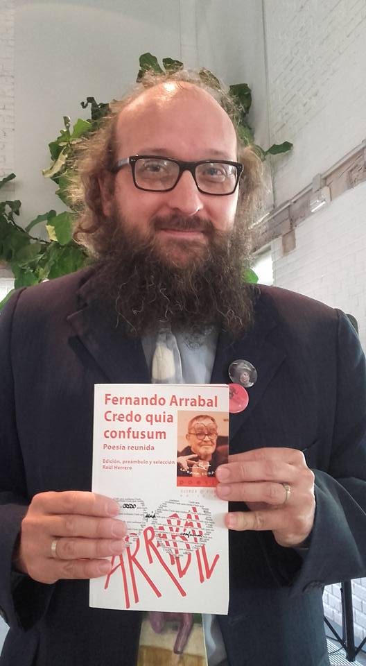 20171005191845-20160606181152-raul-herrero-con-el-volumen-poesia-reunida.jpg